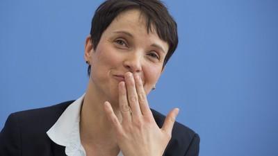 Wir haben Frauke Petrys wahnsinniges Brüssel-Statement Satz für Satz analysiert
