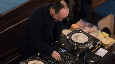 DJ-ul ăsta a mixat discuri făcute din mâncare