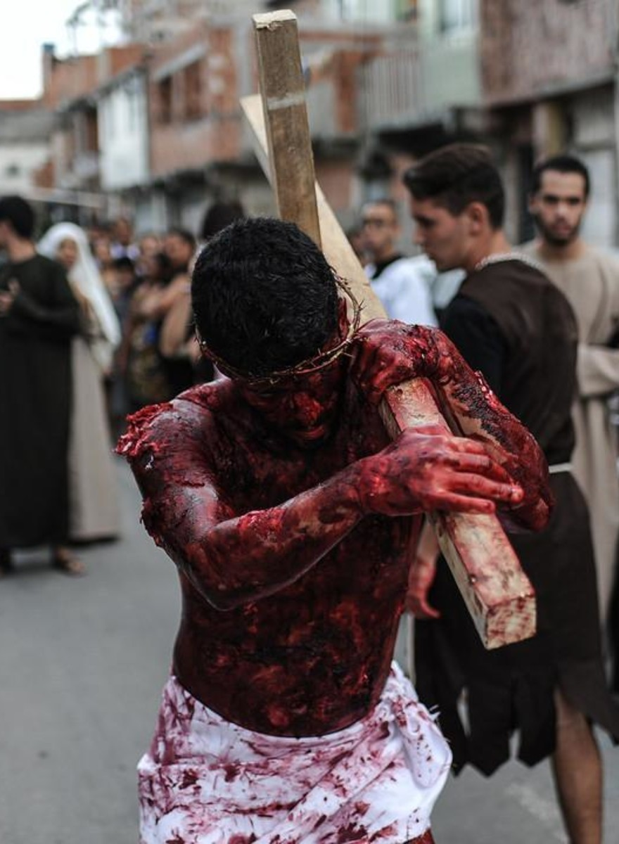 Photos of a Fake Jesus Carrying a Cross Around Rio's Slums