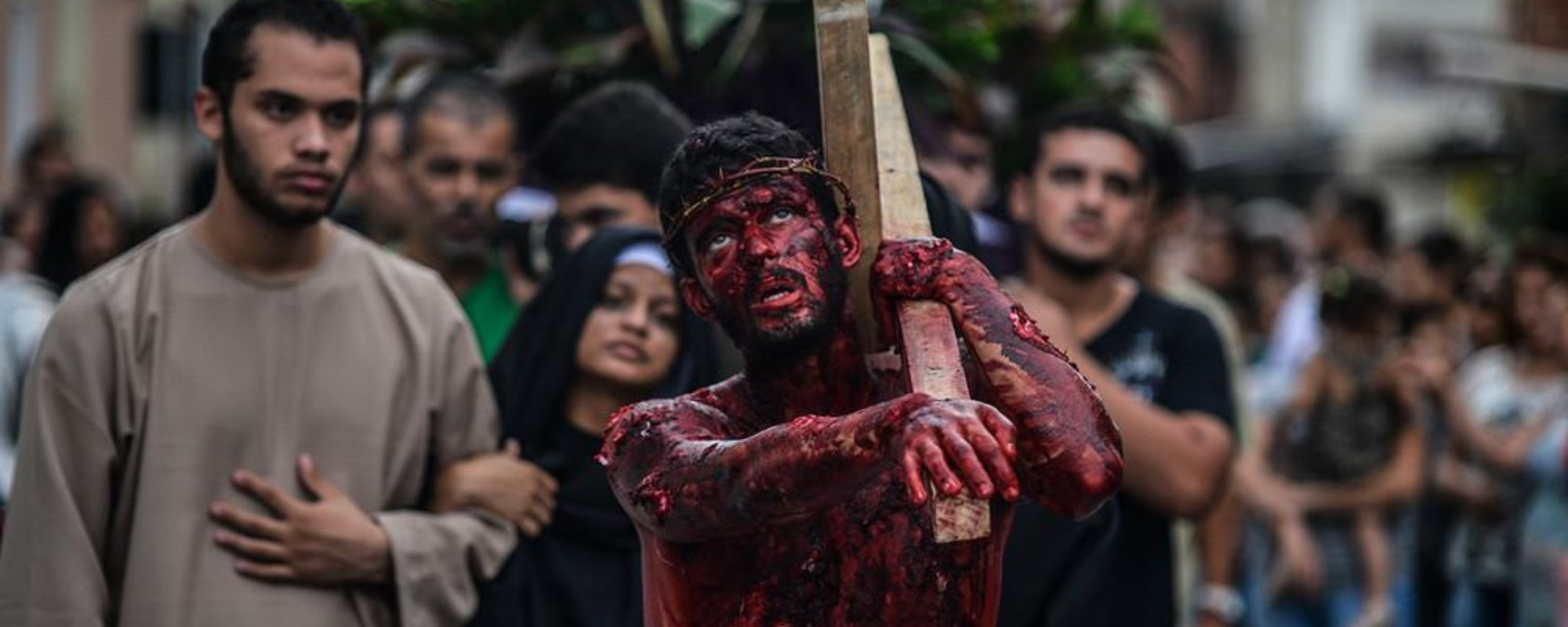 La pasión de Cristo al son de la samba en las favelas de Rio de Janeiro