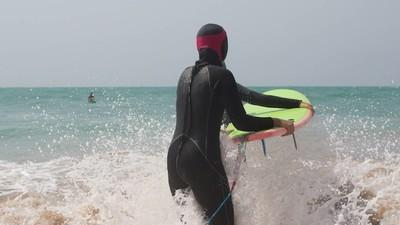 As surfistas do Irão que estão a combater o preconceito