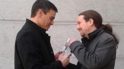 ¿Qué libro le ha regalado Pablo Iglesias a Pedro Sánchez esta mañana en el Congreso?