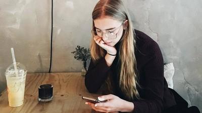 Hemos descubierto por qué se nos da tan mal responder mensajes