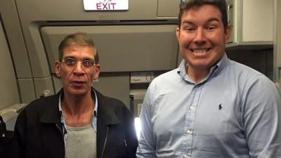El 'selfie' con el secuestrador del avión de Chipre es insuperable
