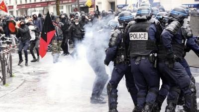 Affrontements avec la police dans le cortège des lycéens parisiens