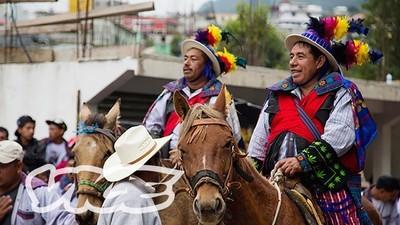 Bețivii care se întrec pe cai în Guatemala