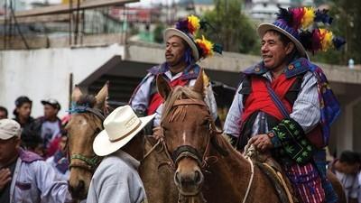 Ich habe mich bei einem zeremoniellen Pferderennen reitend betrunken
