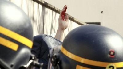 La police charge le cortège lycéen manifestant contre la loi Travail à Paris