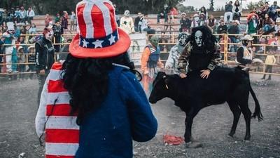 Wenn Orks, Kiss und Uncle Sam in Mexico gegen Kühe kämpfen