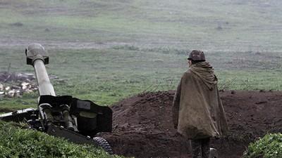 Una boda española entre artillería pesada en el Nagorno Karabaj