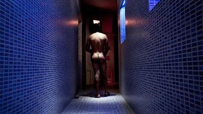 Cosas que se aprenden trabajando en una sauna gay de Madrid