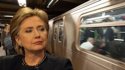 Hillary Clinton und ihr Kampf gegen ein New Yorker U-Bahn-Drehkreuz