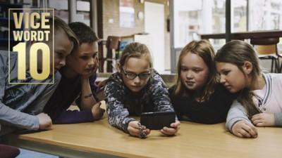 Tienjarigen geven hun ongezouten mening over videoclips van tien jaar geleden
