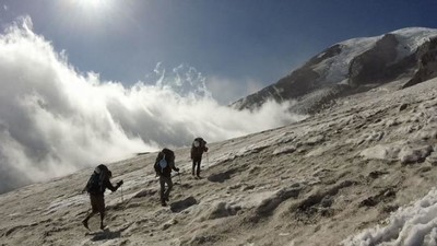 Two Combat Amputees Aim for Everest