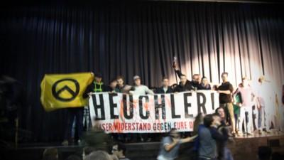 Identitäre haben in Wien eine Theatervorstellung von Refugees gestürmt