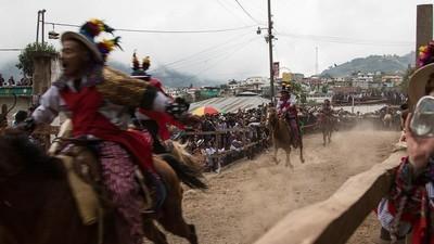 Ožral jsem se a přelstil smrt při obřadním závodu koní v Guatemale