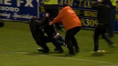 Así son las peleas de los Hooligans en Irlanda