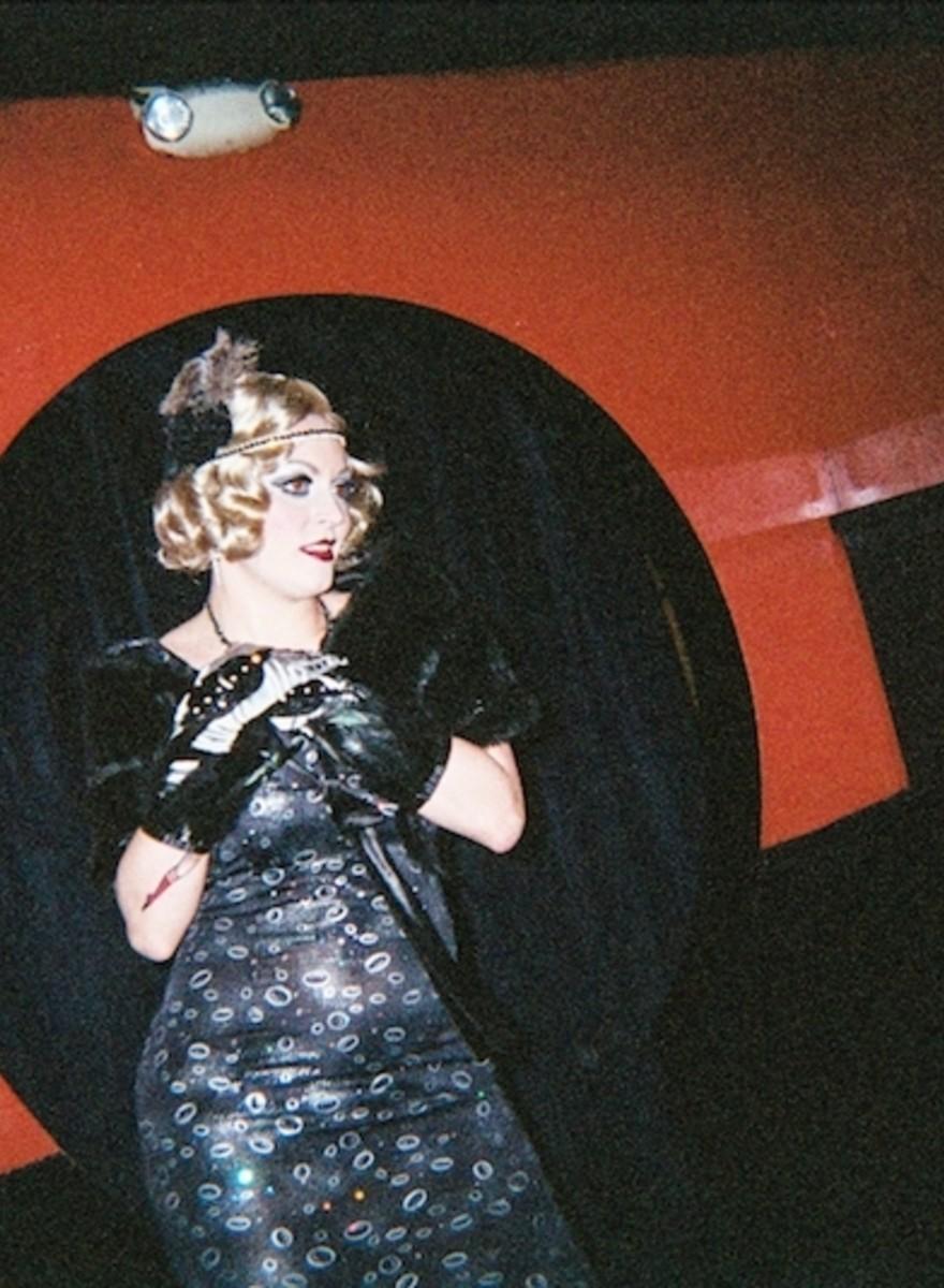 Fotografii cu ce vede o dansatoare de burlesque vineri seară
