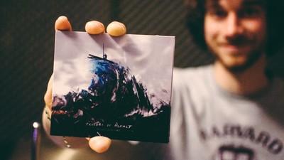 Fluturi pe Asfalt reînvie rockul alternativ românesc cu un nou album