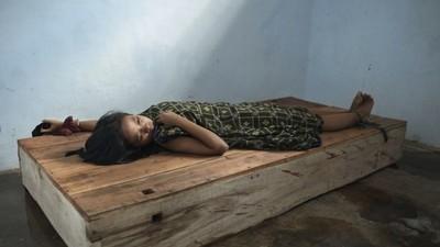 In Indonesien werden viele psychisch Kranke von Angehörigen angekettet
