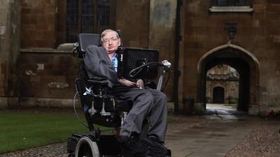 Porque é que Stephen Hawking está agora tão interessado em aliens?