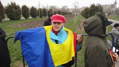 8 chestii pe care nu o să mai ai voie să le faci, dacă trece legea defăimării însemnelor României