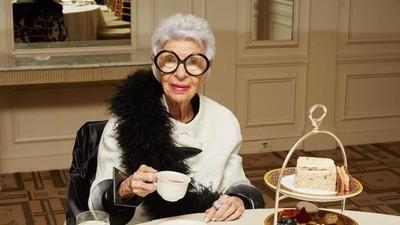 94letá módní ikona, která směle flirtuje s Kanye Westem