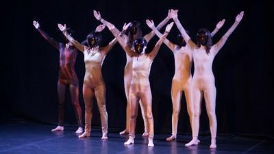 Ce-am înțeles despre cum e să fii transsexual în România, dintr-un spectacol de dans