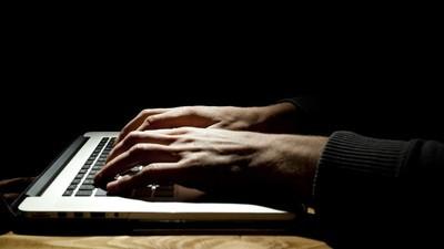 Zero-Days und Anarchismus: Der Hacker, der Hacking Team hackte