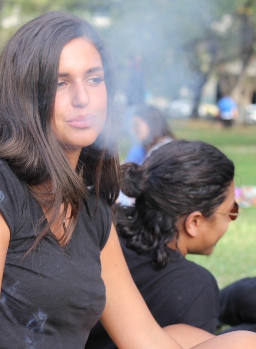Photos of People Getting Stoned at Melbourne's 420