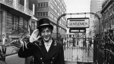 John Lennon era un maltratador que golpeaba a mujeres y niños