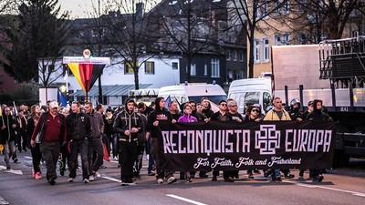 En imágenes: neonazis y antifascistas toman las calles alemanas el día del aniversario de Hitler