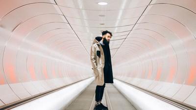 El abrigo futurista que protege tu privacidad digital