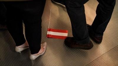 Kaiserschmarrn, Gated Communitys und Kronleuchter: Fotos von den Wahlpartys