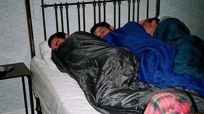No puedes dormir en los hoteles porque tu cerebro está en modo de supervivencia
