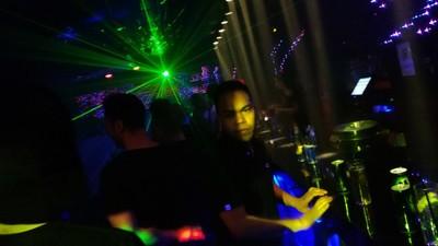 Así salen de fiesta los jóvenes filipinos de Barcelona