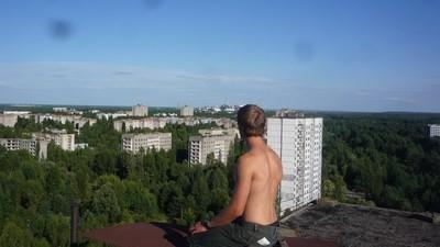 Wodka trinken mit Blick auf Tschernobyl