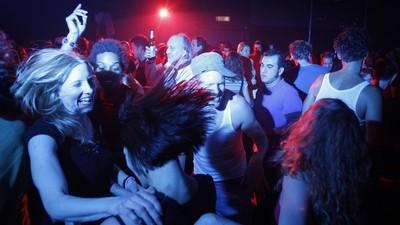 Safer Clubbing: Wie du auf dich, deine Freunde und deine Sachen im Club achtgibst