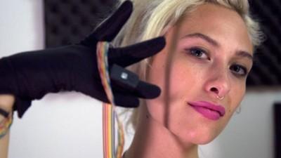 Techno stworzone za pomocą rąk, nóg i laserów