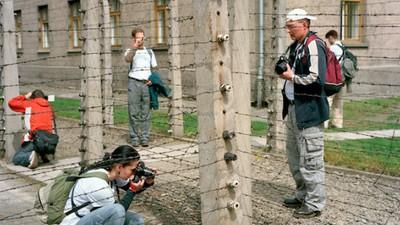Cum e turismul în lagărele de concentrare