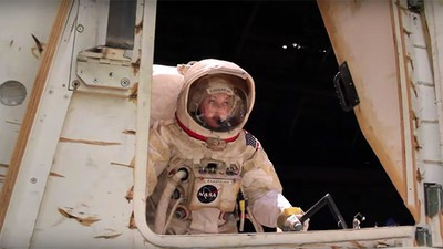 Twee vrouwelijke astronauten gaan op de meest krakkemikkige missie naar Mars
