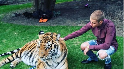 ​PETA Blasts Justin Bieber for Posing with Allegedly Abused Tiger