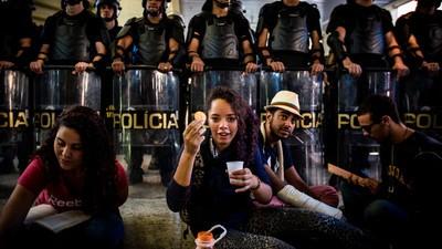 Mesmo com a presença da PM, estudantes afirmam que não irão desocupar o Centro Paula Souza