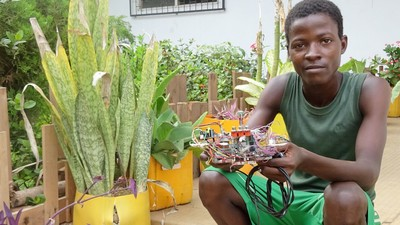 This Innovative West African Lab Is Turning E-Waste into 3D Printers and Robots