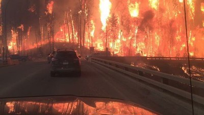 A Turbulent Wildfire Is Ravaging Canada's Oil Capital