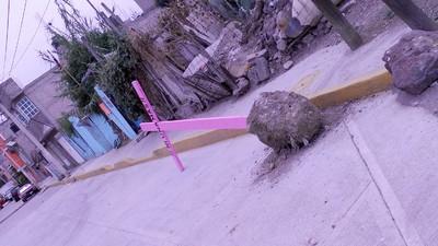 El gobierno del Estado de México derriba cruces rosas para olvidar feminicidios