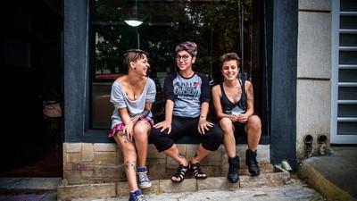O primeiro estúdio de tatuadores transgêneros não-binários no Brasil