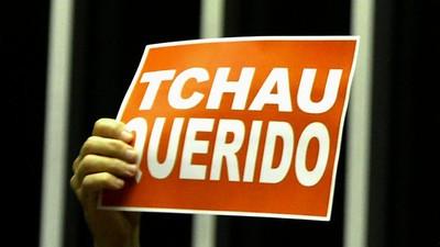 Pega o currículo no crime e limpa o rabo: Cunha é afastado da Câmara pelo STF