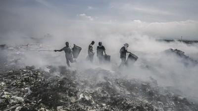 Fotografii cu iadul din groapa de gunoi din Haiti