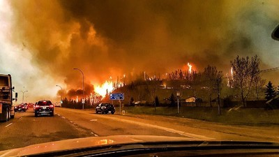 Images Coming Out of The Fort McMurray Disaster Paint A Scene of Apocalypse
